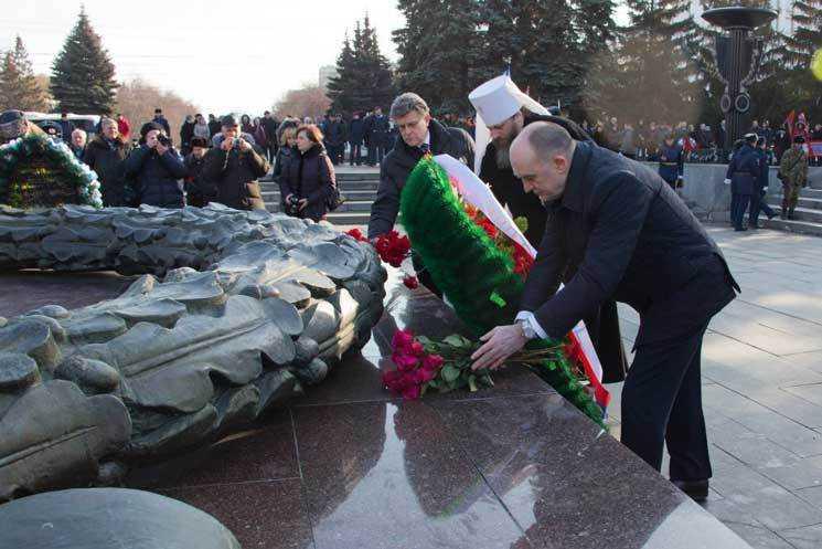 Борис Дубровский возложил цветы кВечному огню вЧелябинске