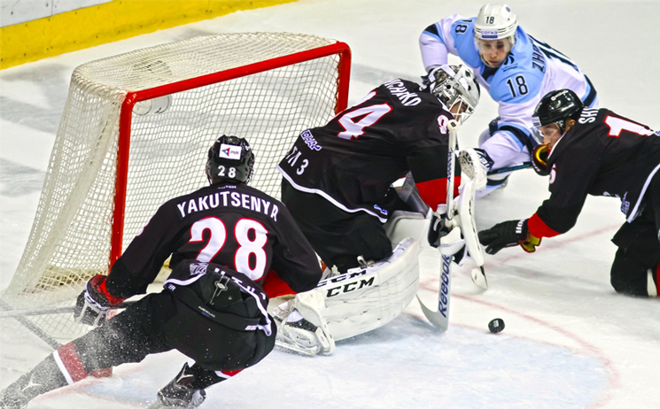 Челябинский «Трактор» вволевом матче вырвал победу у«Сибири»