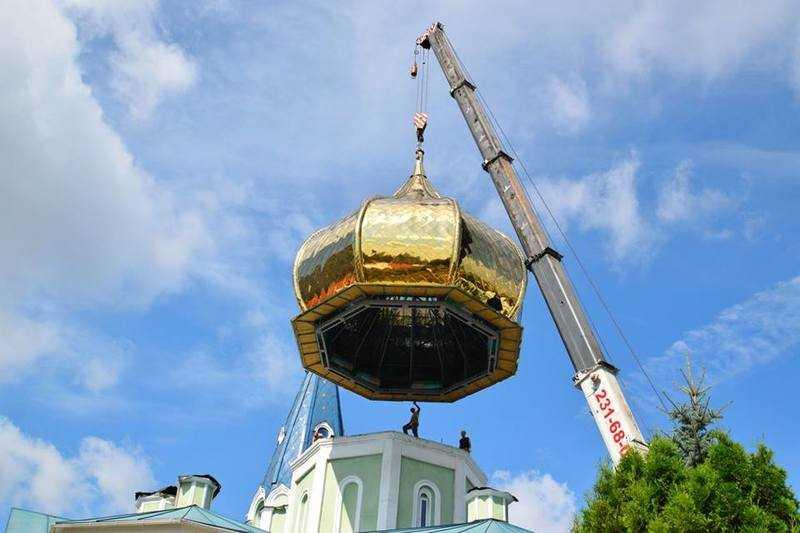 НаСвято-Симеоновском соборе установили титановые купола