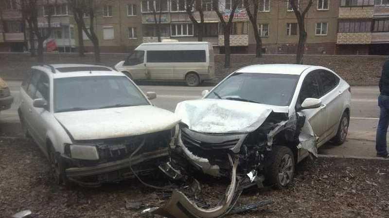 Таранил спьяну? ВЧелябинские шофёр за пару минут врезался в11 авто